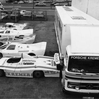 1983-Porsche-Kremer-Racing-Koeln-Bilderstoeckchen-vor-der-Werkstatt