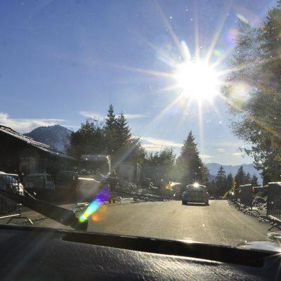 """#911Höhenmeter Rennfahrer Sebastian """"Baschdi"""" Sommer nimmt sie mit – im Porsche-Renntaxi beim 22. Jochpass-Oldtimer-Memorial"""