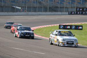 DTM Classic/Tourenwagen Legenden (23.-25. Juli 2021): Astrid erobert den Lausitzring – Teamwork für einen kompakten Opel.