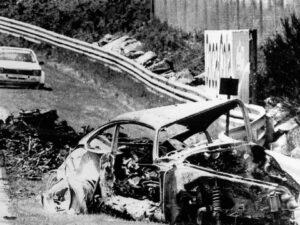"""Vom Porsche 935 K3 des New Yorkers Robert """"Bob"""" Akin mit der Chassisnummer 009 00016 blieb nur ein ausgeglühtes Wrack übrig"""