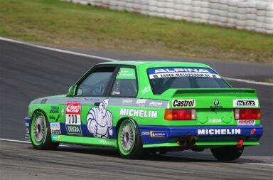 DTM Classic, Nürburgring: doppelter Einsatz für 2.0 Automotive, doppelter Erfolg mit einem Podiumsplatz als Highlight.